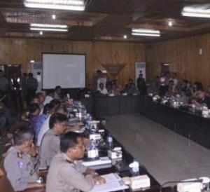 Rapat Gabungan Komisi I serta Komisi III bersama Dirlantas Polda Sulut, Kasat Lantas Polresta Manado, perwakilan pemerintah, perwakilan sopir angkot dan masyarakat umum, Kamis (17/03/2016) siang.