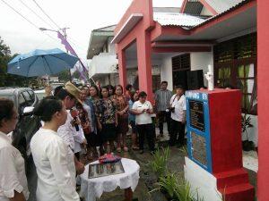 Asisten I Pemkab Mitra saat membuka kegiatan pencanangan kampung KB di Tosuraya