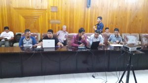Tim Teknis Daniel Sedang Menjelaskan Persiapan Pelaksanaan Concert AirSupply