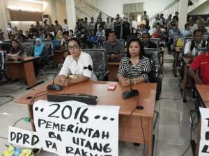 Aksi Damai PPK PPS KPPS di Kantor DPR Kota Manado