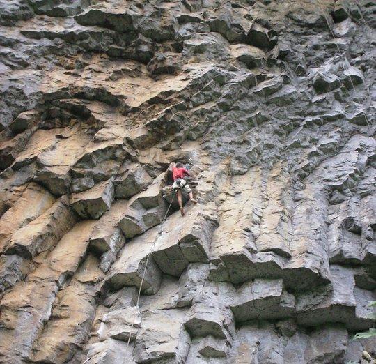 Batu Dinding Amurang