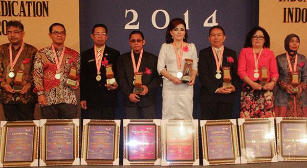 Bupati Minsel Raih Penghargaan Indonesian Good Governance Award 2014