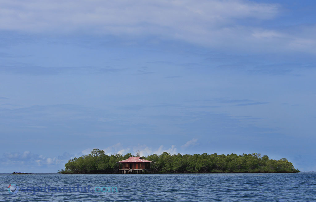 Tumbak Under Water Cottage
