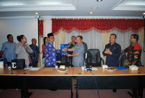 Dr. Djouhari Kansil MPd saat menerima kunjungan kerja Tim Komisi VIII DPR-RI