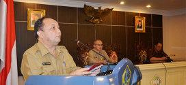Drs. Sanny Parengkuan, MAP ketika membuka FGD (Fokus Group Discussion)