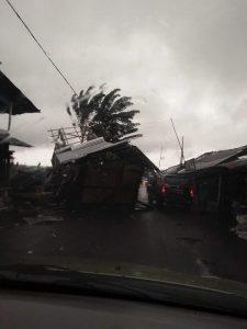 Tempat kuliner di Boulevard Tondano rusak parah diterjang angin kencang