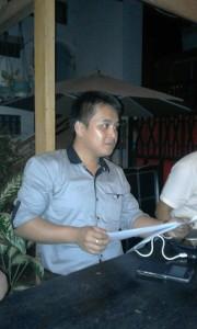 Farley Kaparang, SH sebagai kuasa hukum Focksi Rapar, ditemui pada, Senin (07/03/16) sekitar pukul 18:30, di salah satu Resto Coffee Garden di kelurahan Sario