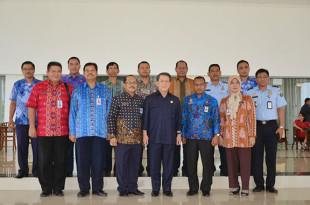 Foto Bersama Gubernur Sarundajang dan Kakanwil Kemankum Ham Sulut Andi Dahrie