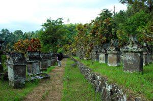 Foto Waruga Sawangan Makam Kuno Suku Minahasa, Lokasi Wisata Menarik di Minahasa Utara