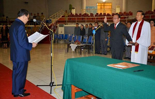 Gubernur Lantik Sekda Definitif Kabupaten Minahasa Selatan Drs. Danny Rindengan