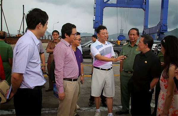 Gubernur Sulawesi Utara Dr. Sinyo Harry Sarundajang bersama Duta Besar China untuk Indonesia Xie Feng
