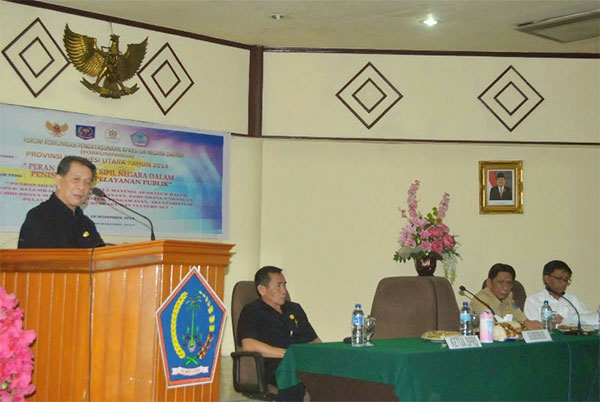 Gubernur Sulawesi Utara Sinyo Harry Sarundajang Saat menjadi keynote speaker dalam kegiatan forum komunikasi pendayagunaan aparatur negara
