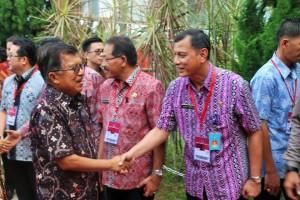 Ir. MHF Sendoh Berjabatan tangan dengaen JK(jusuf Kalla)