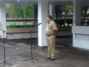 Kabag Umum, Lucky Sondakh saat memimpin Apel pagi di sekretariat Dewan Provinsi Sulawesi Utara