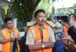 Kadis Kebersihan Kota Manado Maximilian Tatahede saat ditemui sedang mengawasi Pembersihan Daerah Pasar Bahu