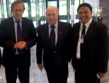 ackson Kumaat diterima Presiden FIFA sepp Blater dan wakil Presiden FIFA Michel Platini