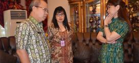 Kadis Budpar Sulut Happy Korah bersama Ketua Umum Panitia Tulude tingkat Provinsi Sulut Julisa Baramuli didampingi Voura Kumendong SH