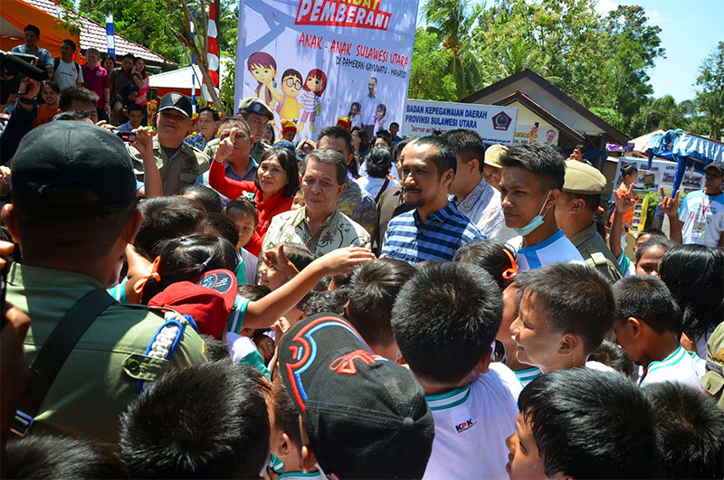 Ketua KPK Abraham Samad Saat Tiba di Lokasi Pameran Pembangunan Kayuwatu