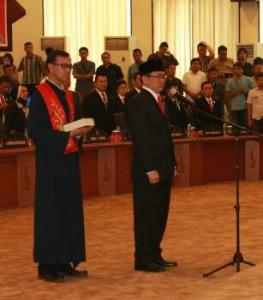 Angouw Dilantik Jadi Ketua DPRD Sulut