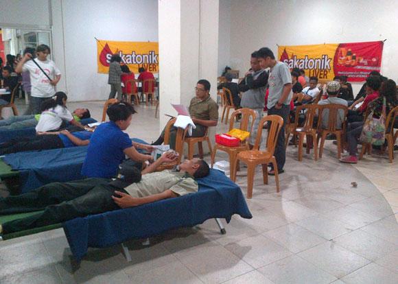 Donor Darah oleh Mapala Fatek Unsrat, PMI dan itCenter