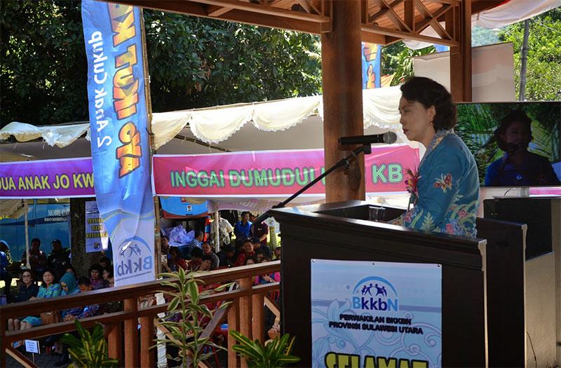 Mieke Sangian Saat Memberikan Sambuatan Pada Acara hari Keluarga Nasional - Harganas 2014