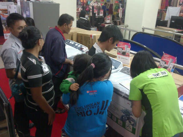 Pameran Elektronik di itCenter Manado