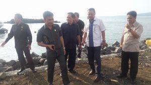 Pansus Zonasi dan Pokja Meninjau Proyek Reklamasi Pantai yang ada di kawasan Megamas Manado