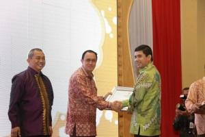Pejabat Walikota Menerima Penghargaan MenPAN-RB