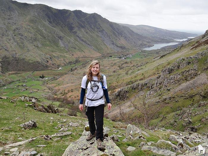 Jodie Dryden, penjaga kebun binatang Drussilas Park, berlatih untuk tantangan tiga puncak