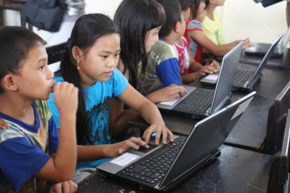 Pengenalan Internet Relawan TIK Sulawesi Utara