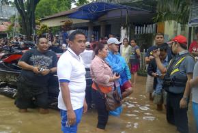 Penyaluran Bantuan Banjir Manado 15 Januari 2014