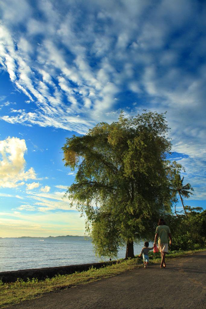 Perjalananmu masih panjang nak - foto sulawesi utara