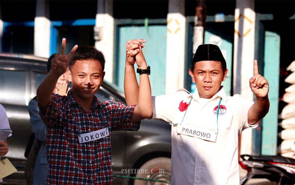 2 Warga Minsel memerankan figur Jokowi dan Prabowo   Foto: bro eser
