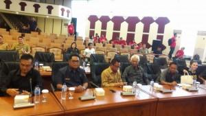 Pimpinan DPRD Kabupatenkota yang hadir