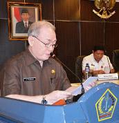 Drs. Jhon Polandung Menyampaikan bahwa Dulu Provinsi Sulawesi Utara menduduki peringkat pertama indeks tingkat kerukunan di Indonesia, tapi saat ini posisi tersebut di ambil alih oleh Provinsi NTT, di ruangan Mapaluse kantor Gubernur Sulawesi Utara, Rabu 06 April 2016.