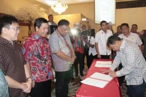 Rapat kerja (Raker) perdana dengan Bupati dan Wali kota se-Sulut yang bertempat di Kota Kotamobagu pada, Sabtu malam (12/03/2016) pekan lalu.