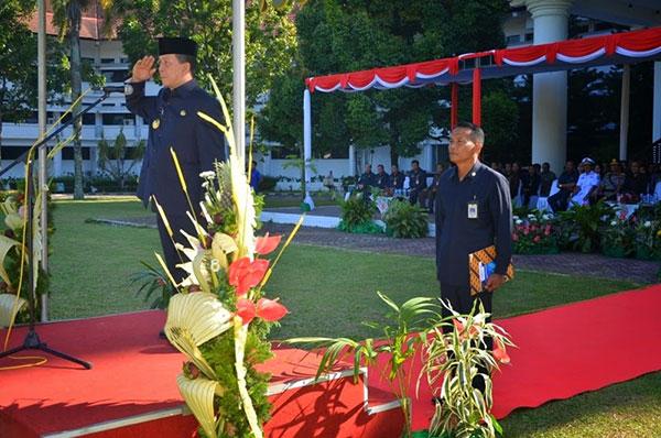 Gubernur Sulawesi Utara  Saat Menjadi Irup Peringatan Hardiknas Tingkat Provinsi Sulawesi Utara Tahun 2014 | Foto: Humas Prov Sulut