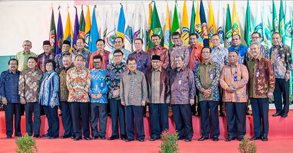 Foto Bersama Gubernur dan Wakil Presiden di Acara Pembukaan Rakernas APPSI 2015 di Ambon