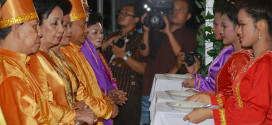 Sarundajang dan Kansil Menerima Gelar Bataha Lahansang Dulage