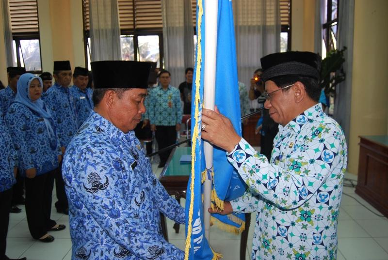 Sekprov Sulut Rachmat Mokodongan melantik pengurus Korpri Bolmong