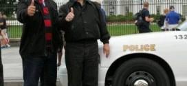 Sinyo Harry Sarundajang saat beradai depan Gedung Putih Amerika Serikat.