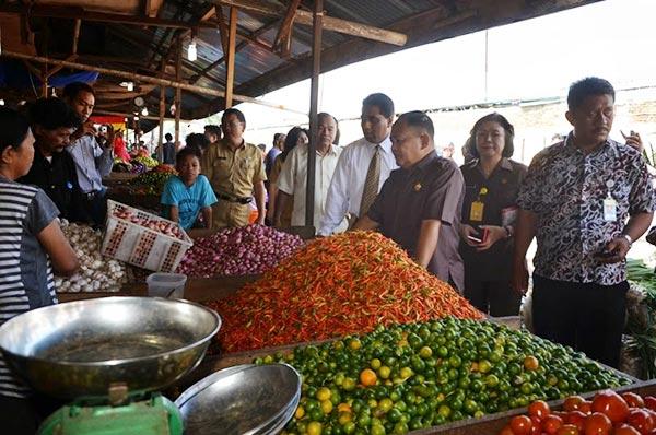 Wagub Sulut Djauhari Kansil Saat Sidak ke Pasar