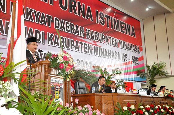 Wakil Gubernur Djouhari Kansil saat membawakan sambutan di Paripurna hari ulang tahun Kabupaten Minahasa  yang ke 586
