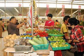 Wakil Gubernur Sulut DDjouhari Kansil saat melakukan sidak di Pasar Segar Paal Dua