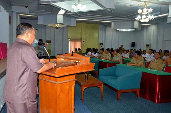 Wakil Gubernur Sulut Dr. Djouhari Kansil, MPd Saat Membuka Sosialisasi Pencegahan dan Penanggulangan HIVAIDS Pada Remaja   Foto: Humas Prov Sulut