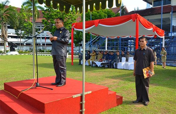 Wakil Gubernur Sulut Dr. Djouhari Kansil, M.Pd selaku inspektur Upacara Peringatan Hari Kesaktian Pancasila pagi tadi Rabu 1 Oktober 2014
