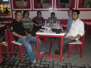 Pengurus Asosiasi Media Online Sulut (Asmos) saat menggelar pertemuan beberapa waktu lalu. (foto:ist)