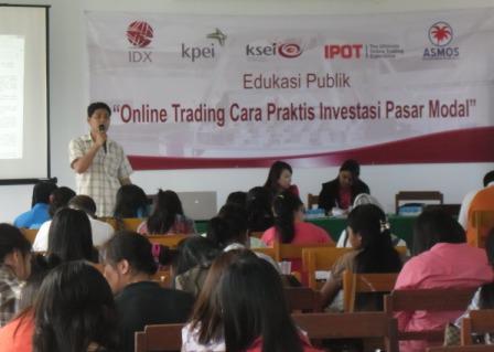 Ketua ASMOS Sulut Febry saat memberi materi di acara sosialisasi pasar modal bersama BEI Manado di Unima. (foto:hms)