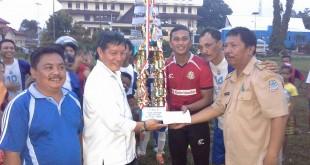 bola 3 310x165 Walikota Lumentut,Olahraga Manado Musti Yang Terbaik