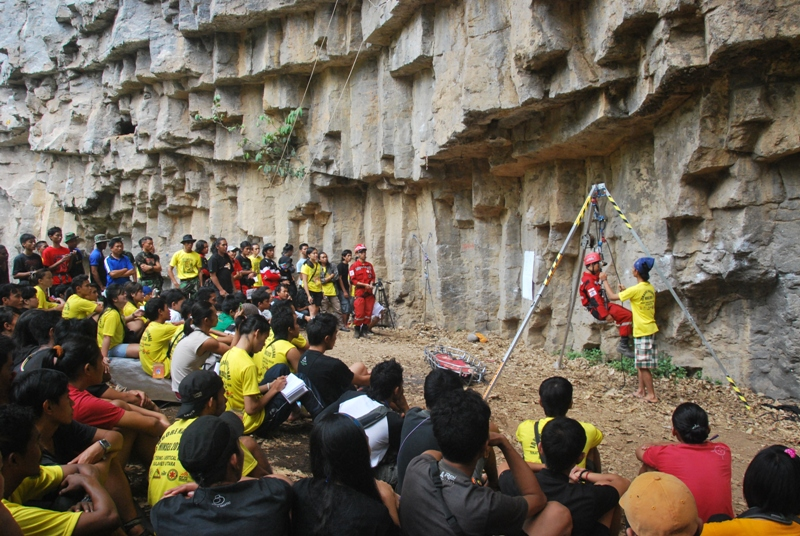 Wisata alam batu dinding